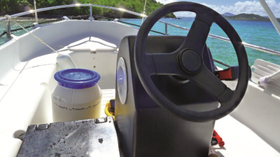 Le poste de pilotage d'un Ti Canot