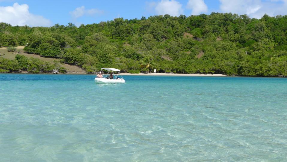 Fond blanc et plage de l'îlet Chancel
